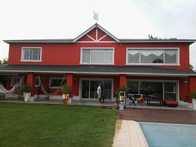 Casa En Alquiler Ubicado En El Nacional, Zona Oeste