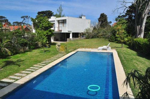 Excelente Ubicación , Hermosa Casa A Metros De La Mansa.- Ref: 2491