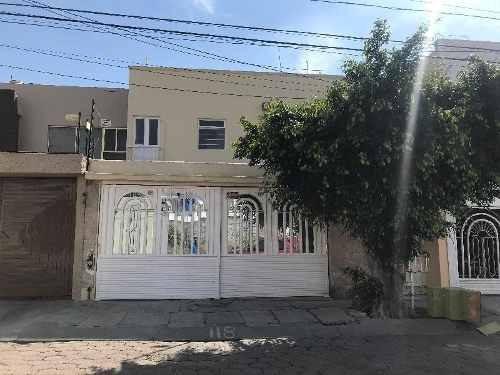 Casa De Tres Pisos En Renta En Quintas Del Marqués, Querétaro, A La Salida A México