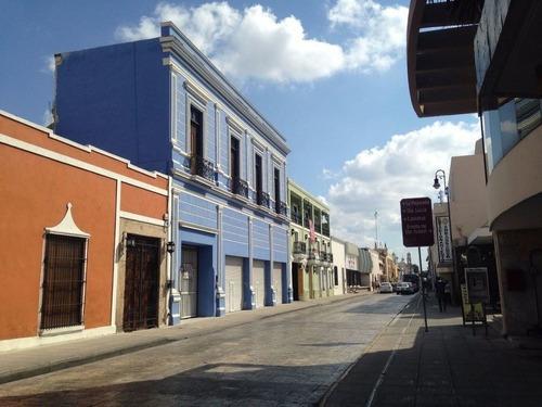 Casa Con Uso De Suelo En Mérida Centro, Mérida