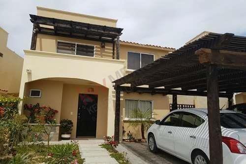 Casa De 3 Recámaras, Cocina Equipada, En Venta En Privanzas Corredor De Cabo San Lucas, Con Todas Las Amenidades