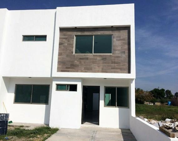 Venta De Casa Con 1 Recámara En 1er Nivel En Zona Céntrica De San Juan Del Río, Querétaro