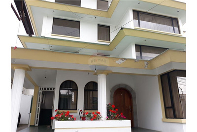 Departamento De Venta 240m2 + Patio De 287m2 Ponceano Alto