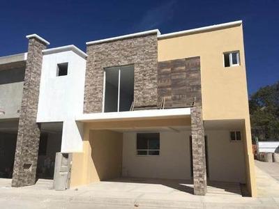 Casa Sola En Venta Gran Oportunidad, Preciosa Residencia En El Centro De Pachuquilla, En Privada