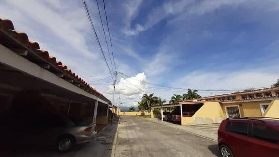 Casa En Venta La Mora Cabudare 20-6060 Rr