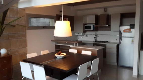 Diseño Y Confort. Esplendido Departamento En Duplex De 2 Habitaciones Y 3 Baños. Parrilla. Cochera