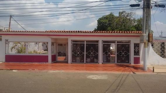 Casa En Venta. Morvalys Morales Mls #20-2301