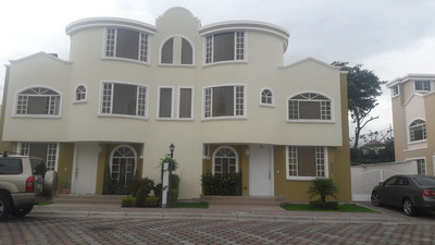 Casa De Arriendo, Tumbaco-conjunto Maria Luz