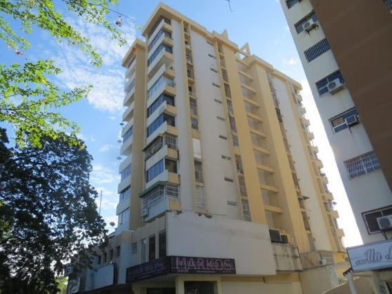 Apartamento En Venta Andres Bello Las Delicias 20-6170 Ejc