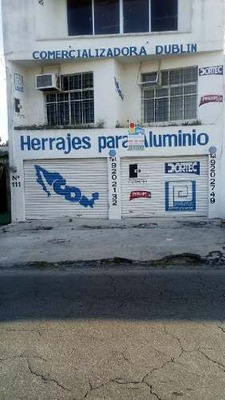 Local Comercial En Mérida / Av. Circuito Colonias De Dos Pisos, Con Flujo Vehicular Alto