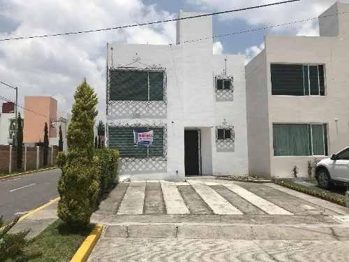 Hermosa Residencia De 3 Recamaras, 140 M2 De Construcción Y 120 M2 De Terreno En Zinacantepec