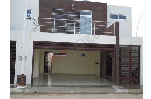 Casa Moderna Con Excelentes Acabados