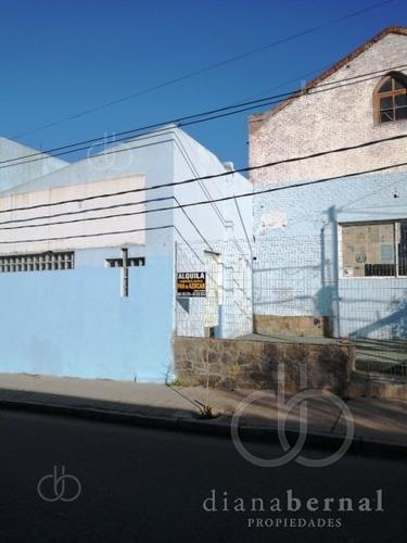 Local Comercial En El Centro De Malodonado, Ideal Para Depósito, Restaurante O Colegio.- Ref: 53895
