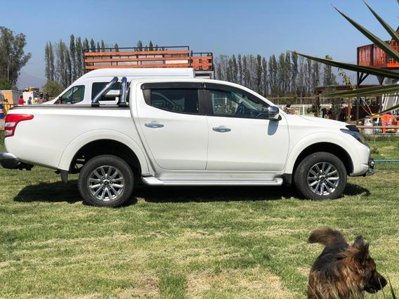 Camioneta Mitsubishi Dakar 2018
