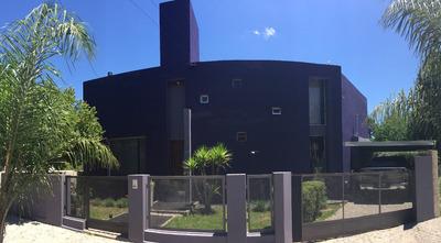 Casa Minimalista Costa Azul, 3 Dormitorios, Pileta, Cochera
