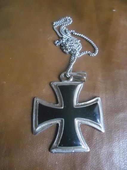Colar Iron Cross Resinado Na Corrente Cromada Em Niquel