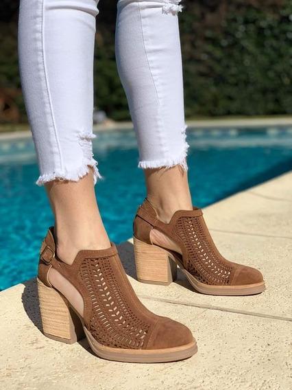 Zapatos Cuero Calado Taco Folia 210 Moda Primavera Verano 2020 Chic