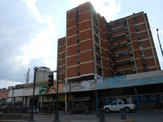 Ofrece En Alquiler Local Av Bolivar. Edificio Arenas