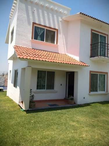 Casa Sola, Amplio Jardín, Seminueva.