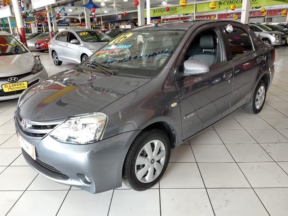Toyota Etios 1.5 Sedan