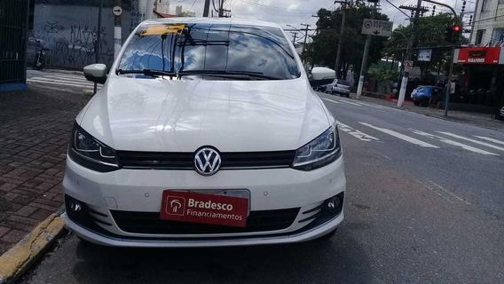 Volkswagen Fox 2015 1.6 Comfortline Flex- Esquina Automoveis