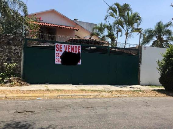 Cuatro Recámaras 4 Baños Sala Comedor Cochera 3 Autos Jardin