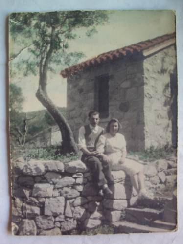 Foto Antigua  Pareja En Casa De Campo Coloreada