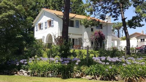 Excelente Casa De Dos Plantas -ref:2561