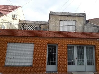 Casa En 2 Plantas, 3 Dormitorios, Garage.