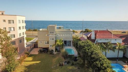 Espectacular Casa Frente Al Mar!!- Ref: 2569