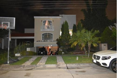 Casa En Venta En Valle Real Con Alberca