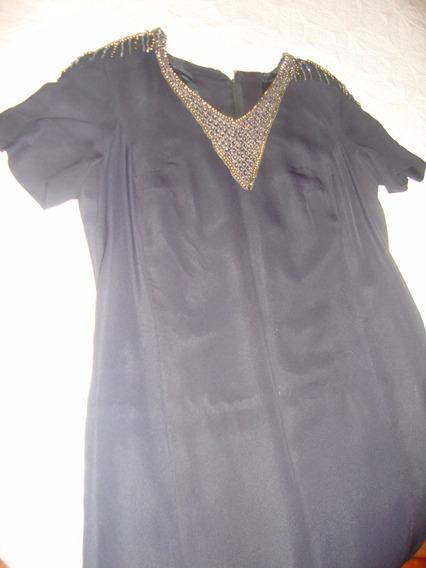 Vestido Negro Básico Con Aplicaciones Canutillos Y Piedras