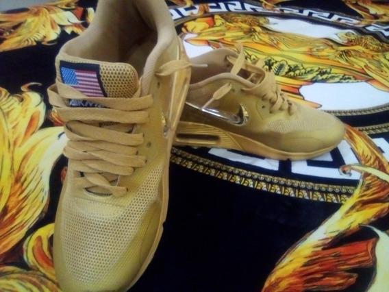 Tenis Nike Dorados