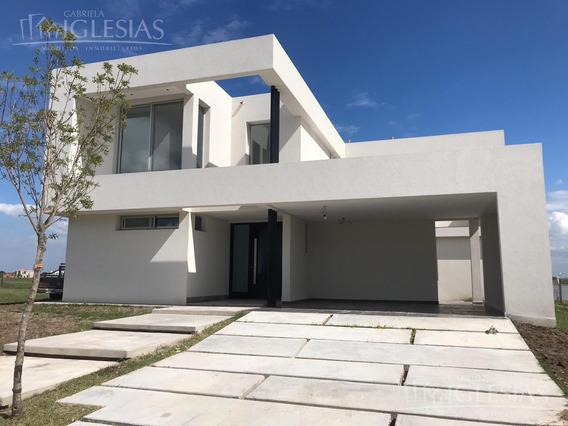 Casa En Venta Con 4 Dormitorios, Muelles, Puertos, Escobar.