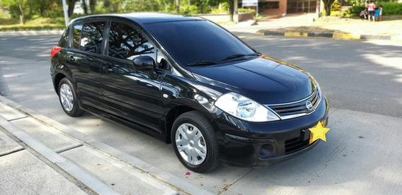Nissan Tiida Automóvil Hatch Back