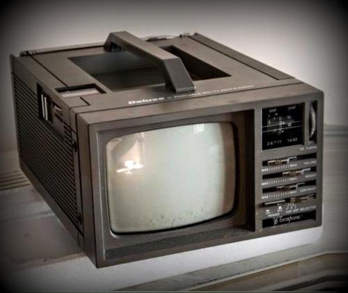 Imagem 1 de 1 de Tv Portátil - Radio