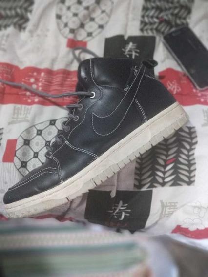 Tênis Nike Cano Alto De Couro/preto Com Solado Branco Gelo