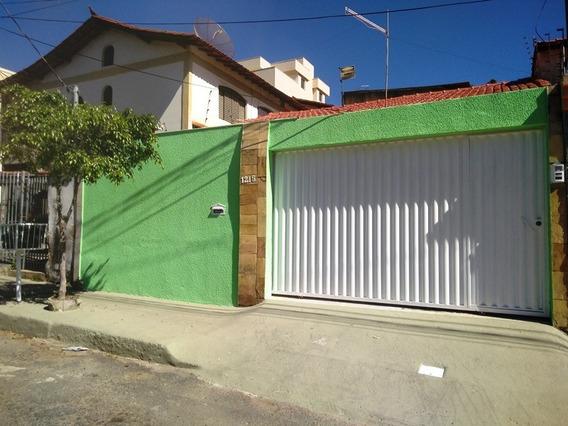 Casa Plana Sem Escadas, Bairro Santa Monica. 3 Quartos 2 Vagas. - 1976