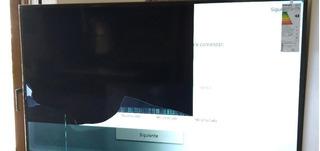 Tv 4k 50 Samsung Un50mu6100 Pantalla Golpeada Sin Uso
