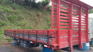 Carroceria Vermelha Truck 8,20m Livre Fs Caminhoes