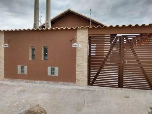 Imagem 1 de 10 de Casa Medindo 125 M², Com 2 Quartos Em Itanhaém-sp 7474pc
