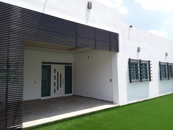 Excelente Casa Con Amplio Espacio Para Oficinas Y Gran Jardín