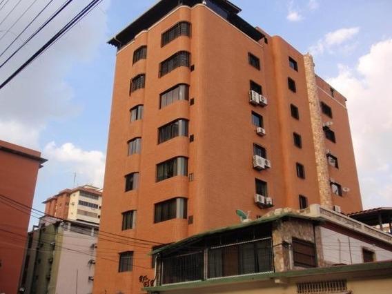 Venta De Apartamento En Urb Calicanto Zp20-9172
