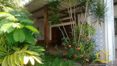 Casa No Bairro Centro Em Peruíbe - Lcc-1934
