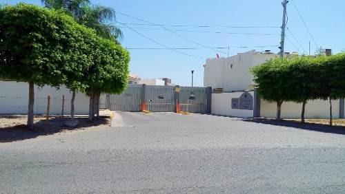 Casa En Venta En Privada En Fraccionamiento Viñedos , Sección Napa, Sector Campiña