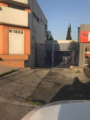 Renta Locales, Off 32 Autos , Fte. Torres Satelite Ubicado