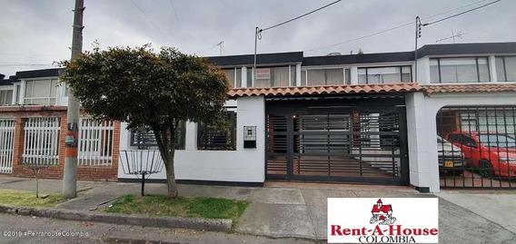 Rentahouse Vende Casa En Las Villas Suba Mls 19-1219
