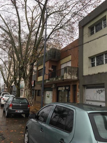 Casa En Primer Piso Por Escalera De Dos Dos Dormitorios