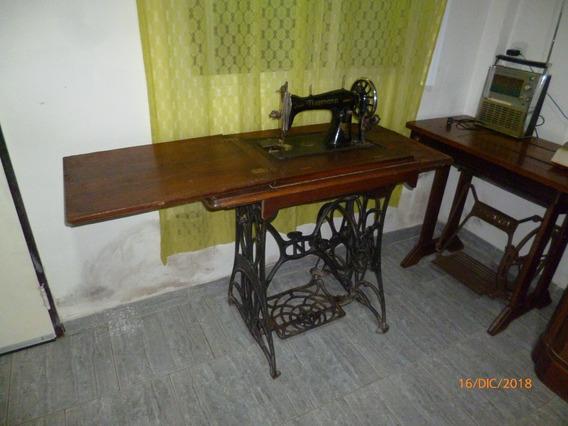 Maquina De Coser Antigua Marca Naumann Con Mueble