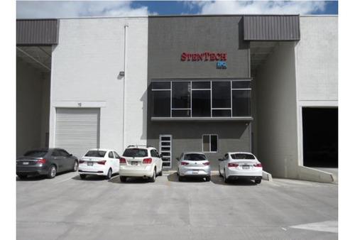 Imagen 1 de 6 de Bodega En Complejo Industrial Azenzo Al Norte De La Ciudad